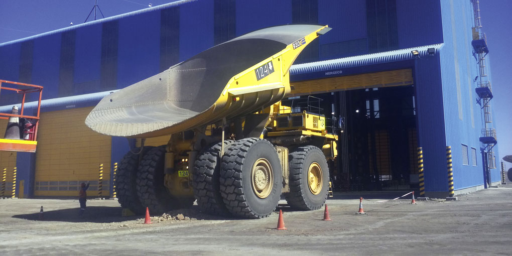 Large flexible doors for the mining industry