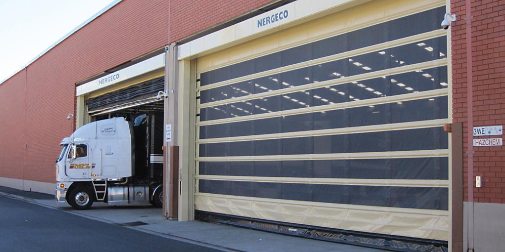 puertas flexibles rpidas enduro trekking con cortina mosquitera para conservar una ventilacin natural