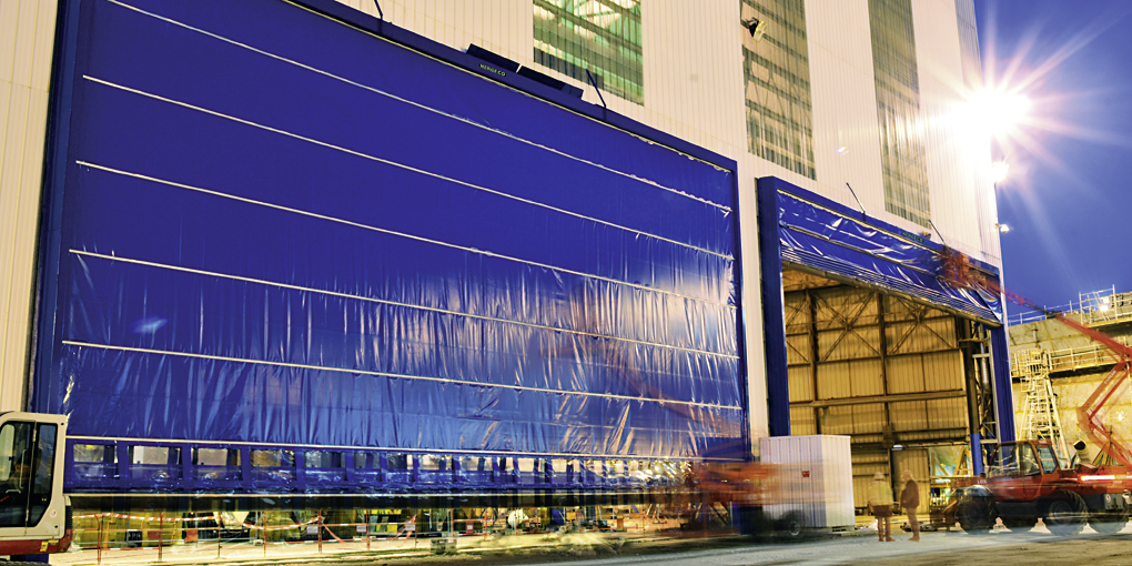 External flexible doors which can withstand strong winds