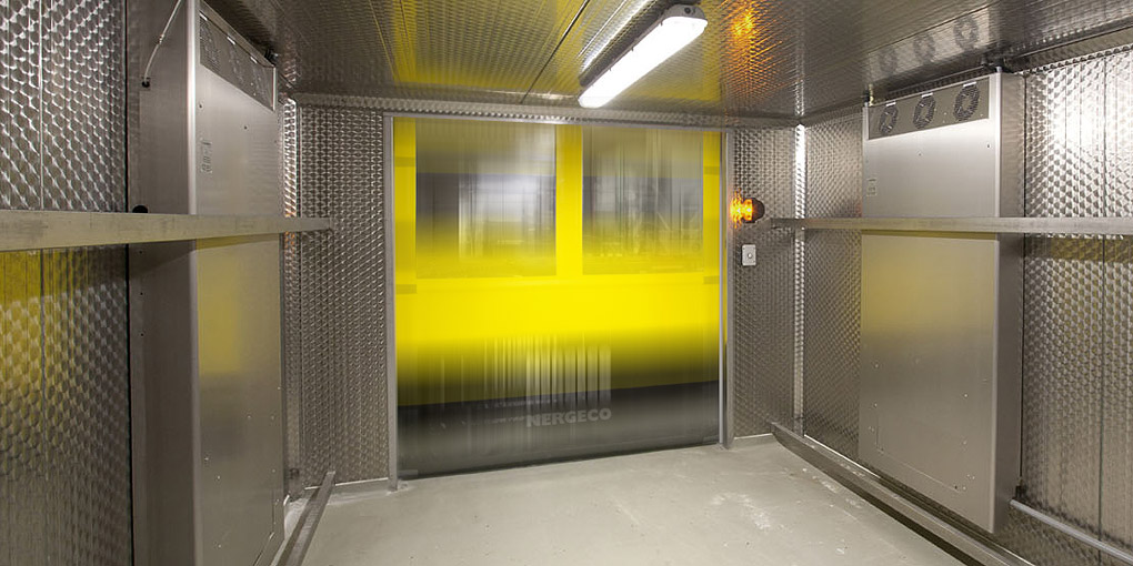 High-speed flexible doors for the food processing industry, better than stainless steel
